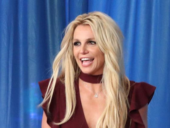 Britney Spears relembra lançamento de Hit Me Baby One More Time