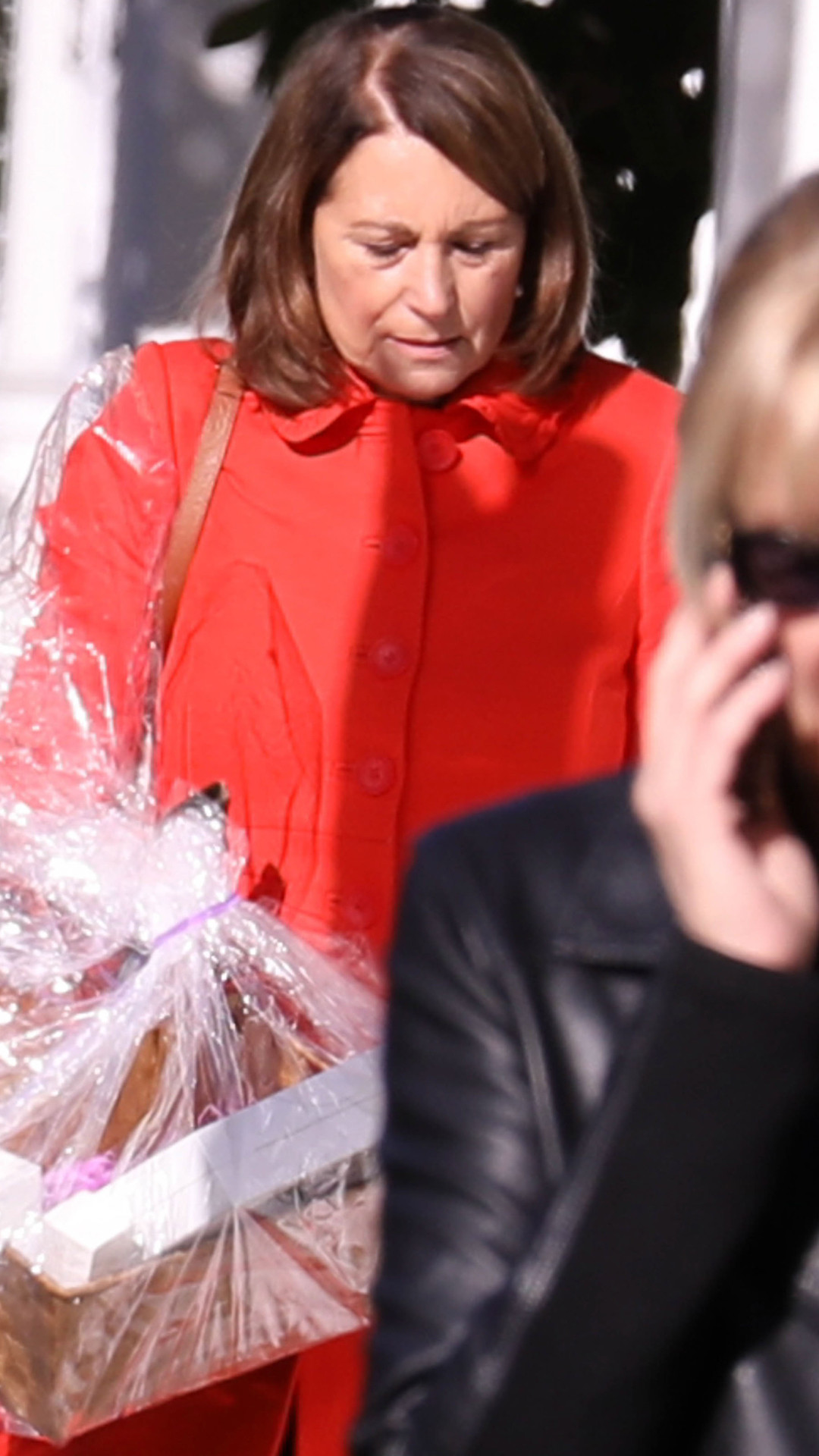 Pippa Middleton S Mom Brings Sweet Gifts For Daughter S
