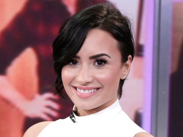 """Demi Lovato Wastes No Time Responding to Someone Who Called Her Team """"Rotten"""""""