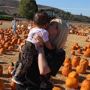 Kylie Jenner, Baby, Stormi Webster, Pumpkin Patch, Underwood Family Farms