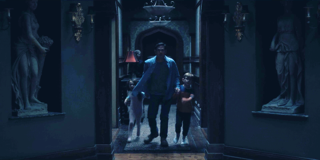 Photos From The Haunting Of Hill House Hidden Ghosts You Might Have Missed E Online