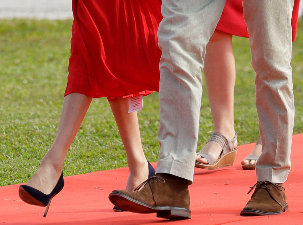 fashion faux pas meghan markle leaves the tag on her 500 dress e online fashion faux pas meghan markle leaves
