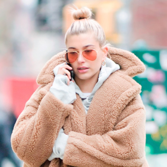 faf42a851 Hailey Baldwin's Cozy Look and More Outfits You Can Netflix and ...