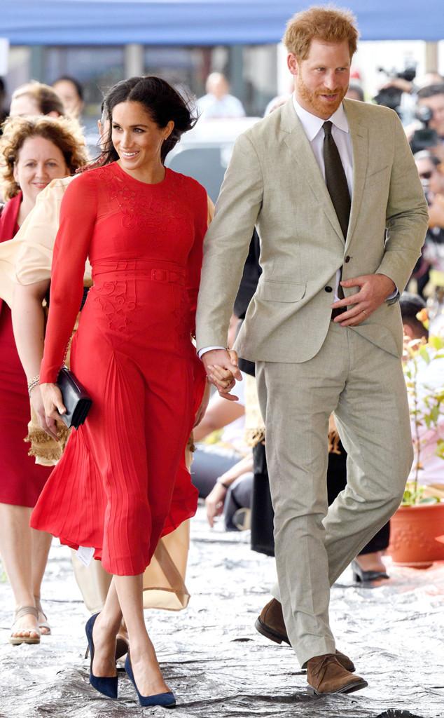 Fashion Faux Pas Meghan Markle Leaves The Tag On Her 500 Dress E