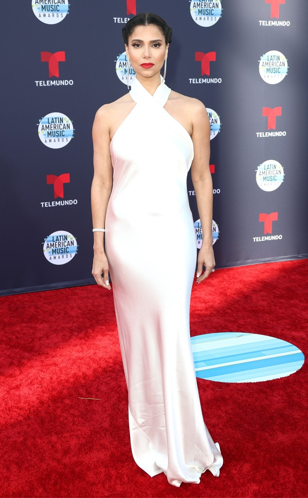 Roselyn Sanchez -  Oh yes it's ladies night and the award show co-host is looking wonderful in white.