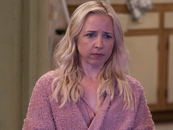 <I>The Conners</i> Star Lecy Goranson Vividly Recalls the Moment <i>Roseanne</i> Crumbled Before Her Very Eyes</I>