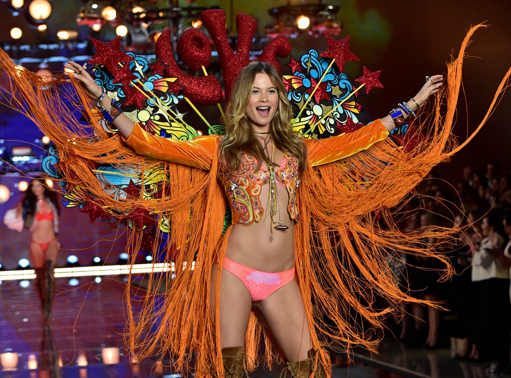 Behati Prinsloo, 2015 Victoria's Secret Fashion Show
