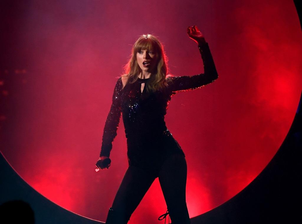Taylor Swift, 2018 American Music Awards, 2018 AMA's, Show