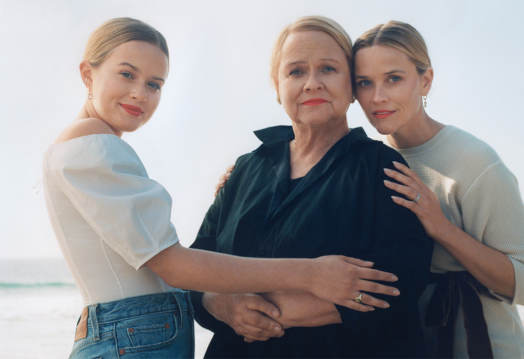 Reese Witherspoon Gets Personal And Poses With Her Mom And Daughter