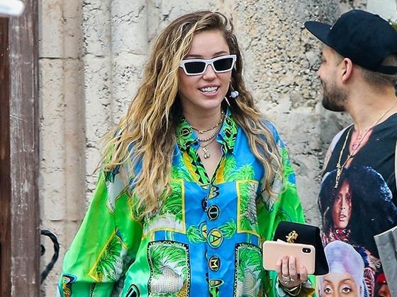 Miley Cyrus Denies Pregnancy Rumor With Viral Egg Meme