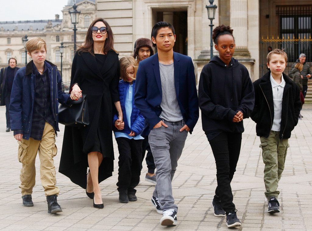 Angelina Jolie, Shiloh Pitt Jolie, Maddox Pitt Jolie, Vivienne Marcheline Pitt Jolie, Pax Thien Pitt Jolie, Zahara Marley Pitt Jolie, K