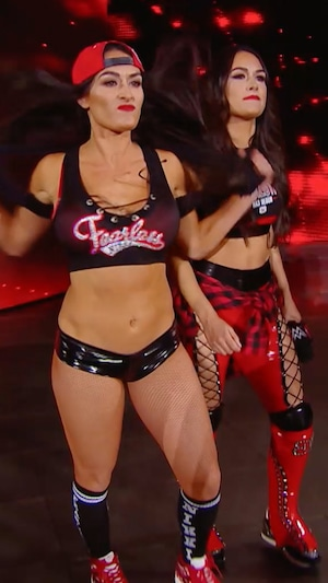 Total Bellas 401, Nikki Bella, Brie Bella