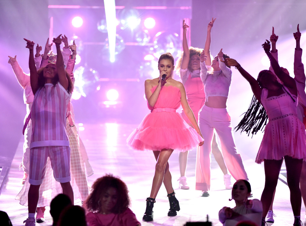 Kelsea Ballerini, 2019 E! People's Choice Awards, Show