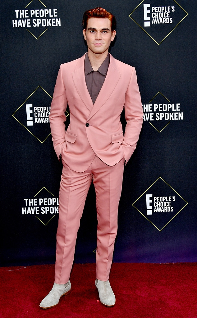 KJ Apa, 2019 E! People's Choice Awards, Red Carpet Fashion
