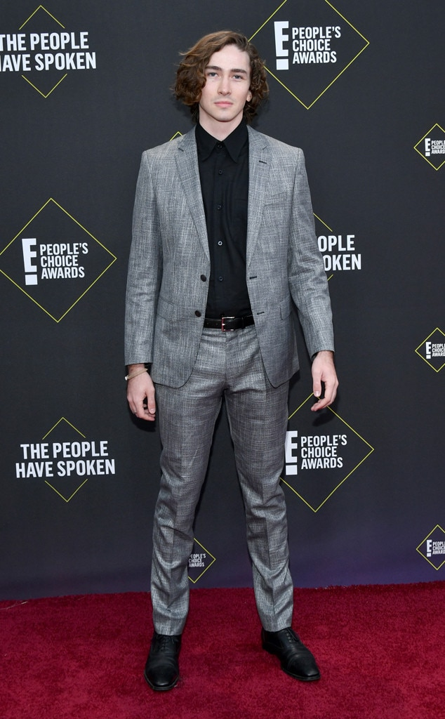 Dylan Arnold, 2019 E! People's Choice Awards, Red Carpet Fashion
