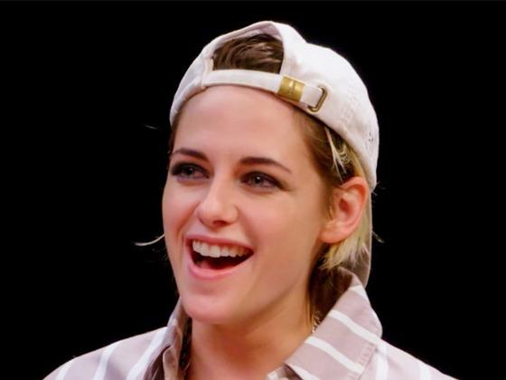 Watch Kristen Stewart Totally Lose Her Cool During ''Hot Ones'' Challenge