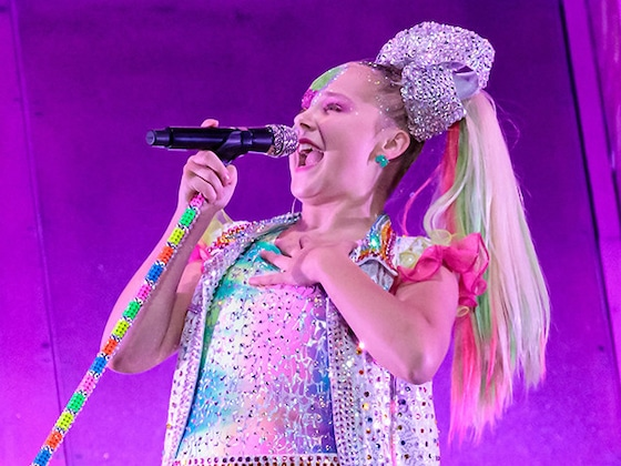 JoJo Siwa Is Unrecognizable During School Field Trip