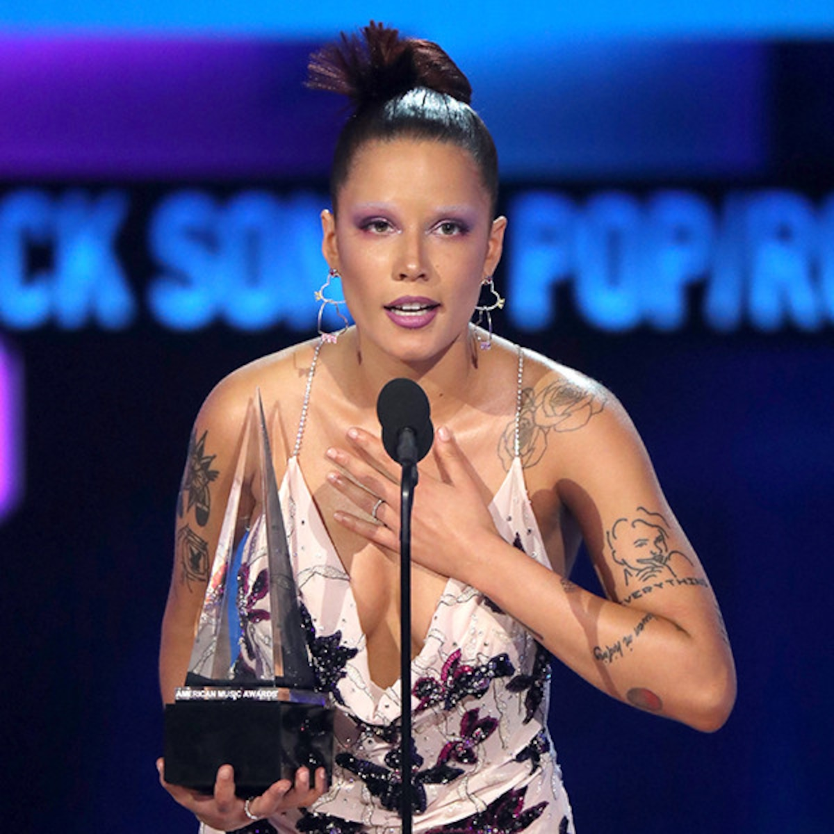 Halsey Gives Passionate Speech After Receiving First Ever Ama Win E Online Ap