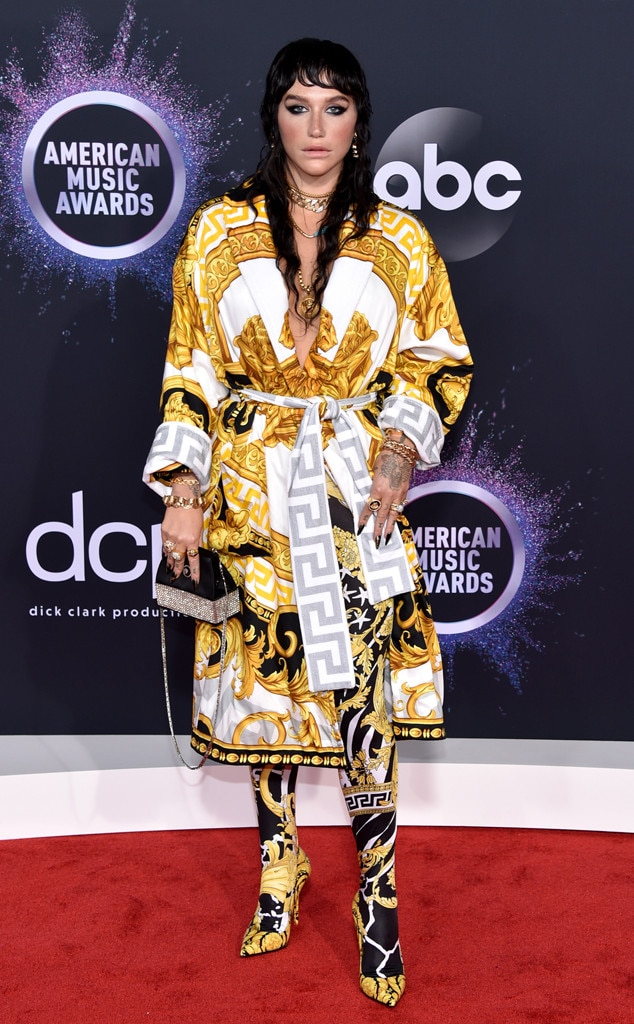 American Music Awards 2019 red carpet fashion (photos)