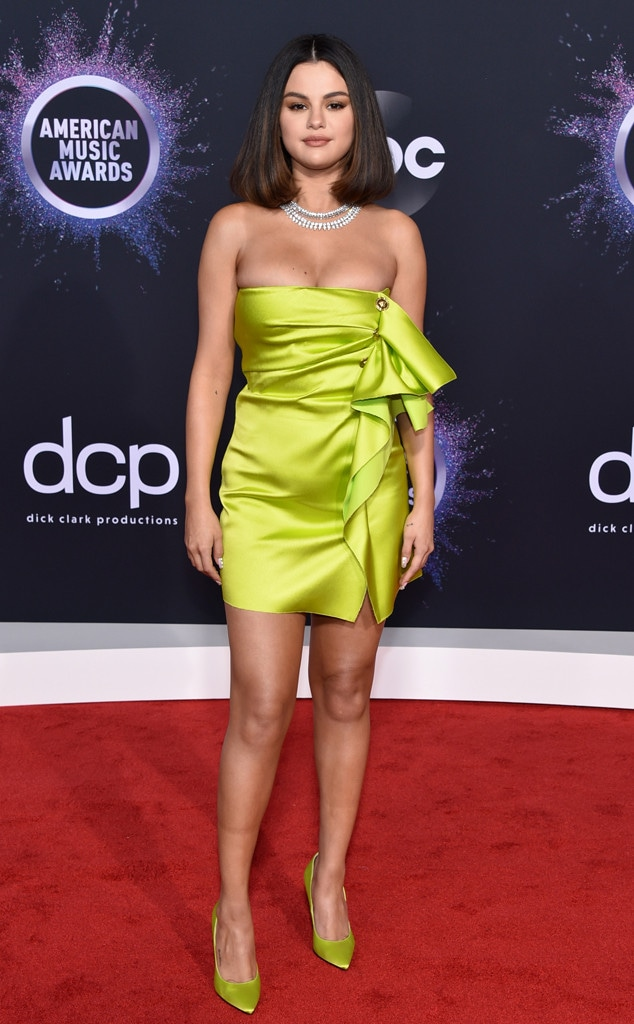 Selena Gomez, 2019 American Music Awards, Red Carpet Fashion, Fashion Police Widget