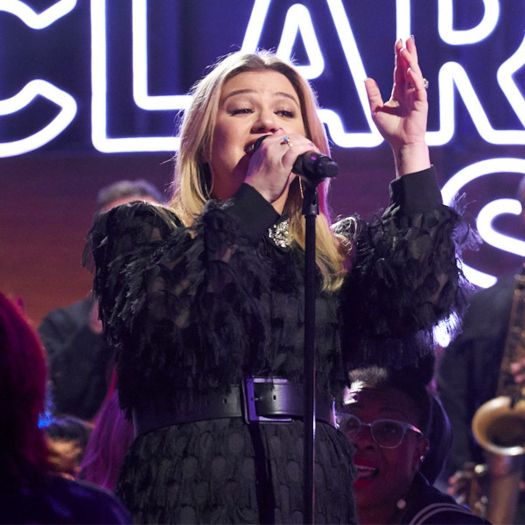 Kelly Clarkson Sued By Management Company Ran By Ex Brandon Blackstock's Father – E! NEWS