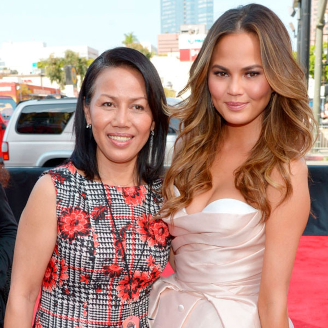 Chrissy Teigen Cuddles With Her Mom…