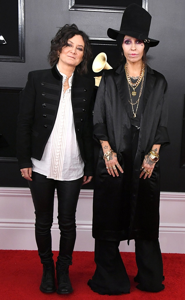 Sara Gilbert & Linda Perry - The Talk  co-host and the 4 Non Blondes front woman look so cool at the award show.