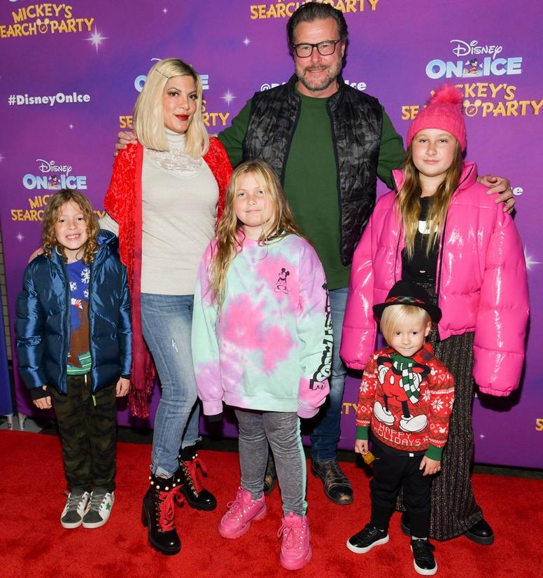 Disney On Ice, Tori Spelling, Dean McDermott, Finn, Hattie, Beau, Stella