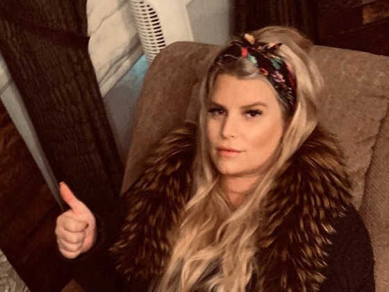 Jessica Simpson Gives Pregnancy Style New Meaning in Bikini and Dramatic Sunglasses