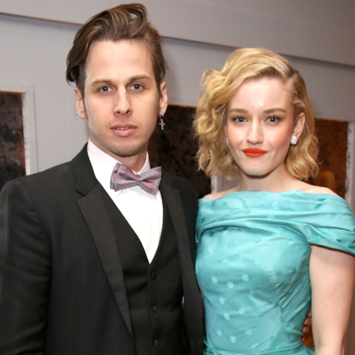 Ozark Actress Julia Garner Marries Musician Mark Foster E