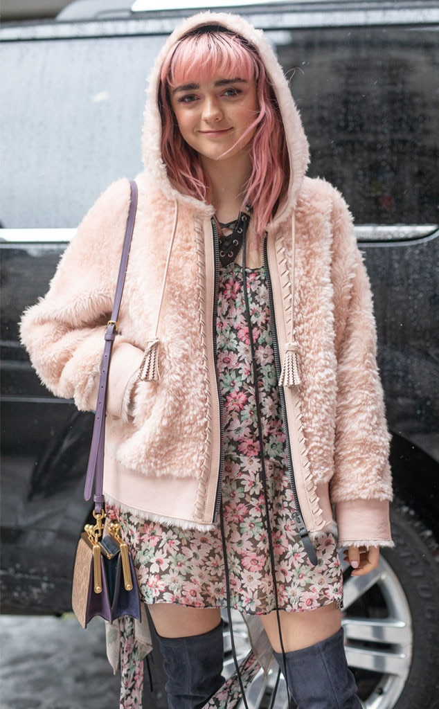 Maisie Williams -  Cosy in pink!
