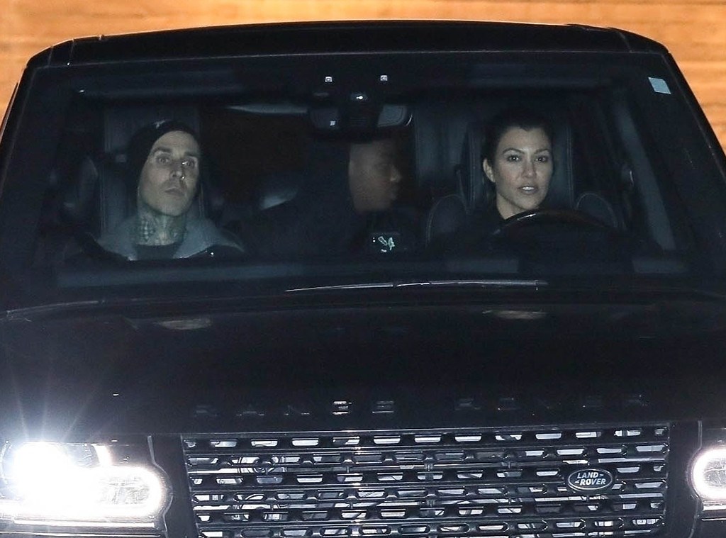 Kourtney Kardashian y Travis Barker disfrutaron de una noche en Malibú - E!  Online Latino - CO