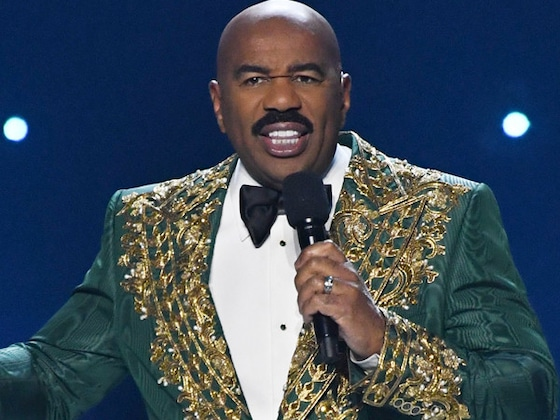 Steve Harvey Actually Didn't Announce the Wrong National Costume Winner