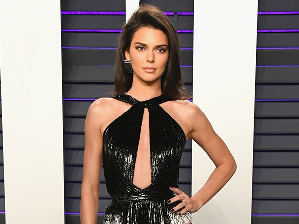 Kendall Jenner Is Ready for Summer In This Cheeky Pic With Kourtney Kardashian