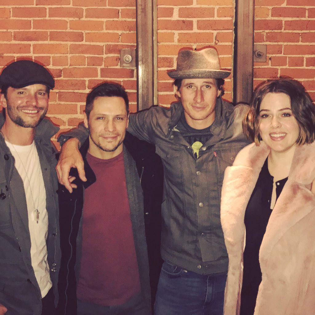 Original Roswell Cast Reunites in Cute Pic