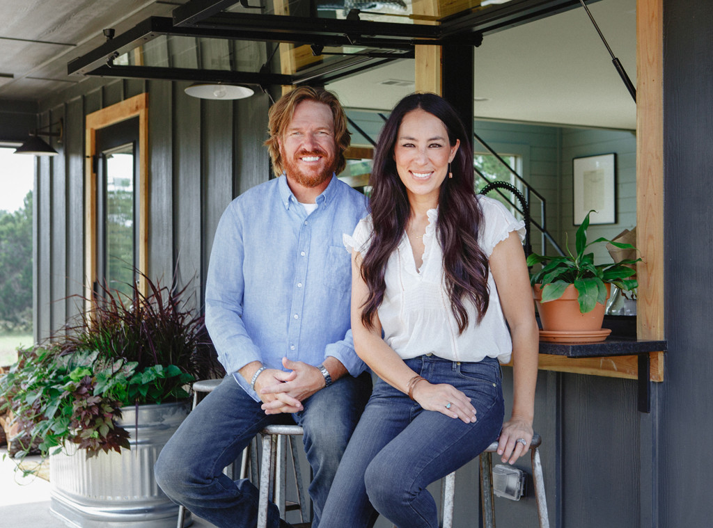what 39 s going on with chip and joanna gaines 39 tv network e news. Black Bedroom Furniture Sets. Home Design Ideas