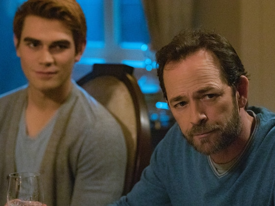 Luke Perry's Finale <i>Riverdale</i> Episode Features a &quot;Beautiful&quot; Moment Between Fred and Archie