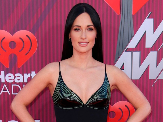Kacey Musgraves Is a Green Goddess on the 2019 iHeart Music Awards Red Carpet