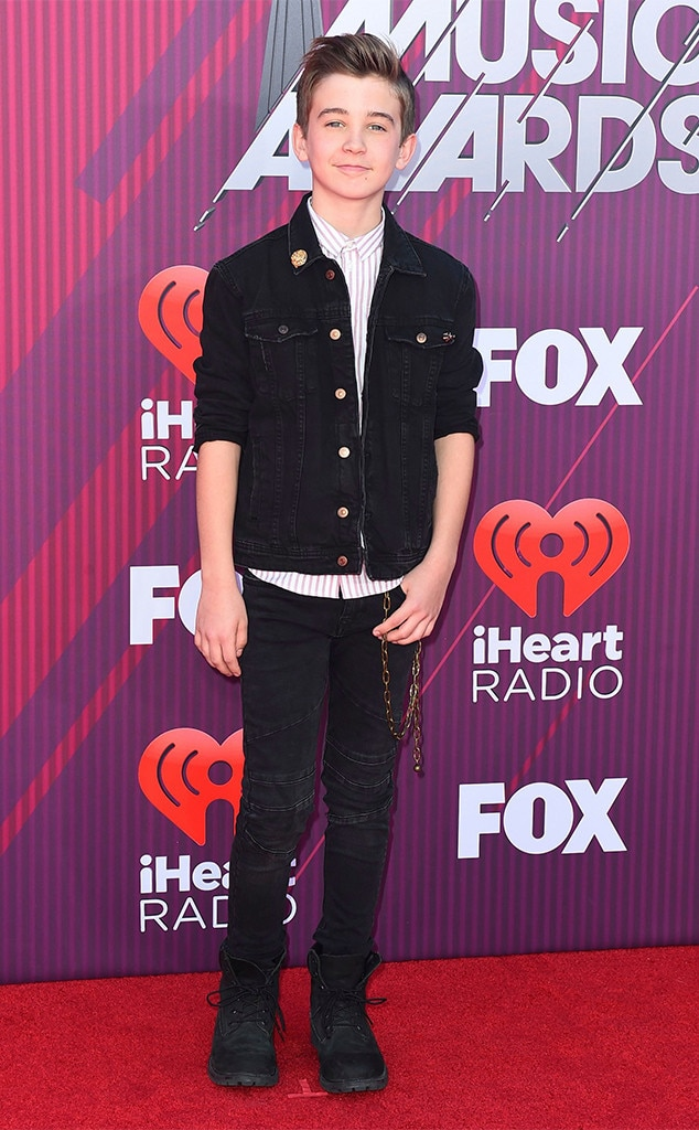Parker Bates -  Rocking clothes from Zara, the  This Is Us  star looks like a pro on the red carpet.