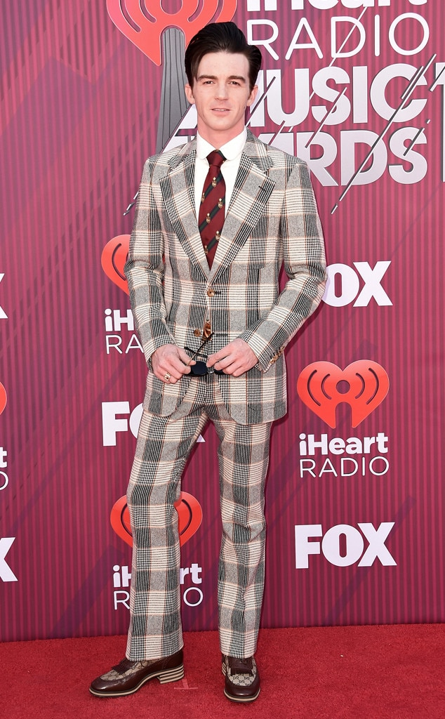 "Drake Bell -  The ""Fuego Lento"" singer is on fire thanks to his latest red carpet look."