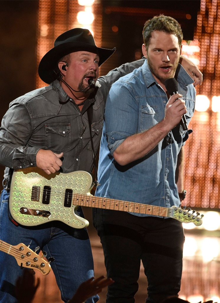 Garth Brooks & Chris Pratt -  Friends in low places! The movie star joins the country legend on stage for a song after presenting him with theArtist ofthe Decade award at the 2019iHeartRadio Music Awards.