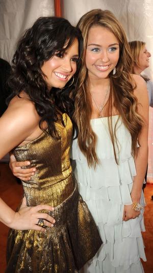 Miley Cyrus, Demi Lovato, 2009 Nickelodeon Kids Choice Awards