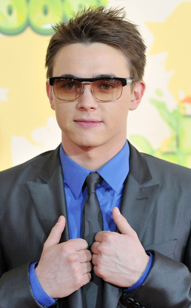 "Jesse McCartney -  The ""Beautiful Soul"" singer rocked these glasses on the red carpet."