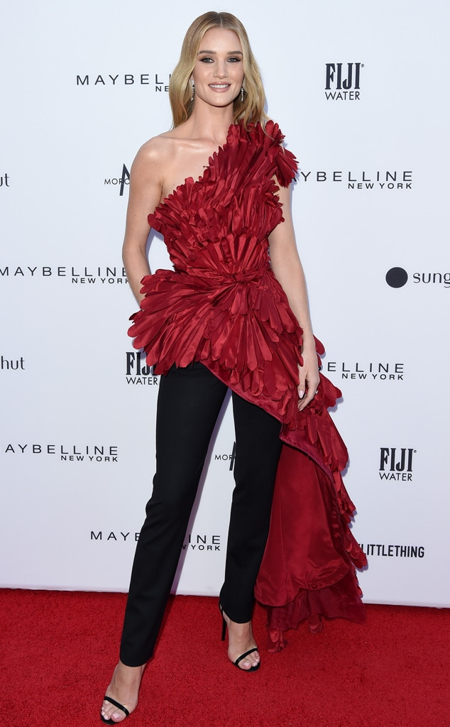 Rosie Huntington-Whiteley -  The model rocked the red carpet in Oscar de la Renta.