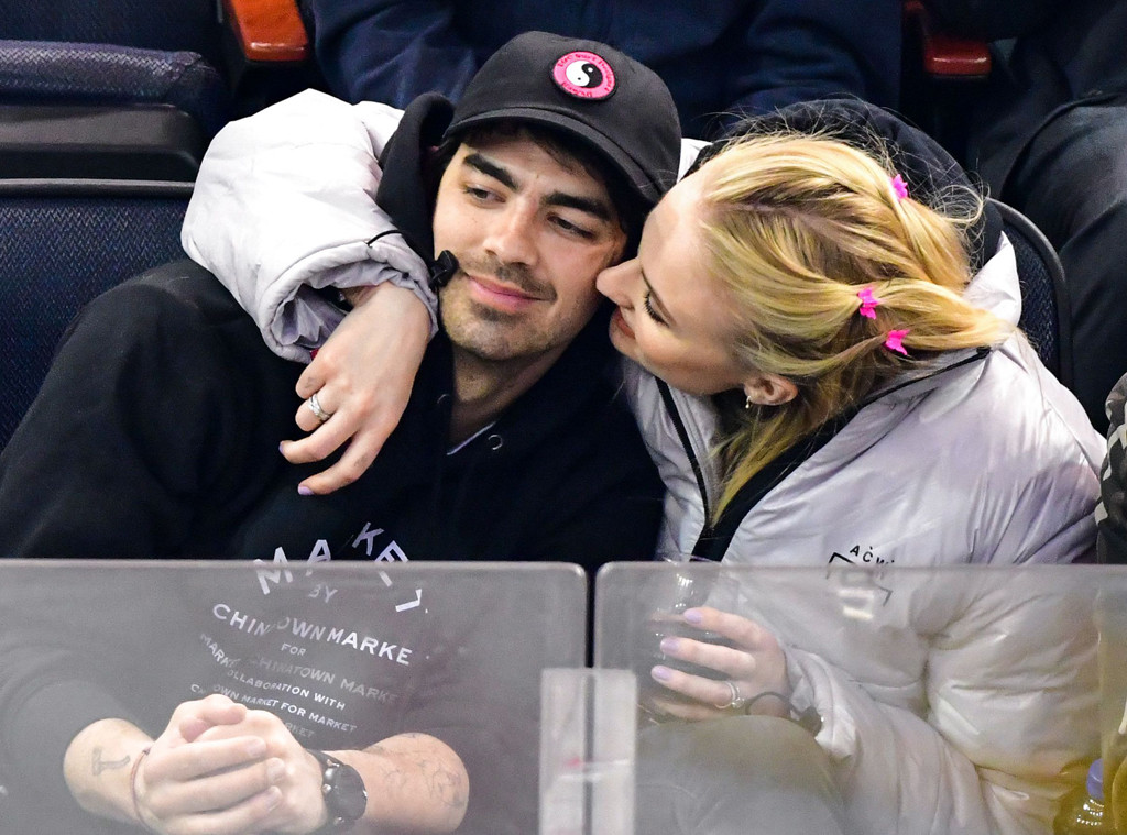 Joe Jonas, Sophie Turner, Hockey Game