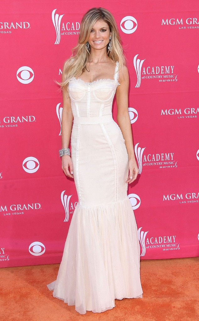 Marisa Miller -  The  Sports Illustrated  model looks stunning as she walked the red carpets in theevening.
