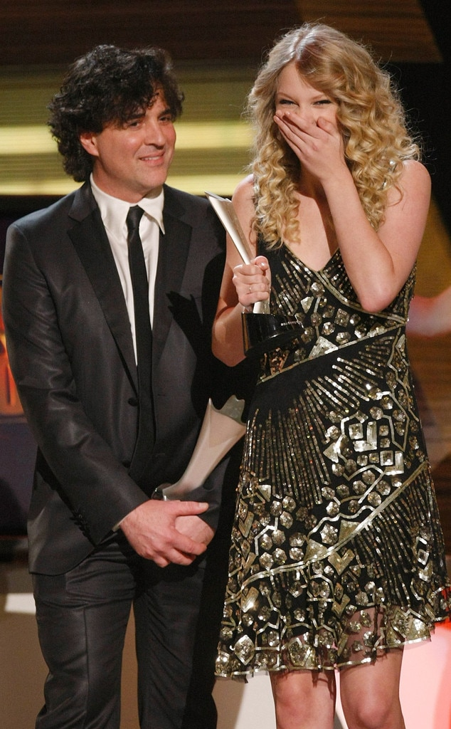 """Scott Borchetta & Taylor Swift -  The """"Red"""" singer shares a moment with her former record label executive, as she picks up the award for Album of the Year."""