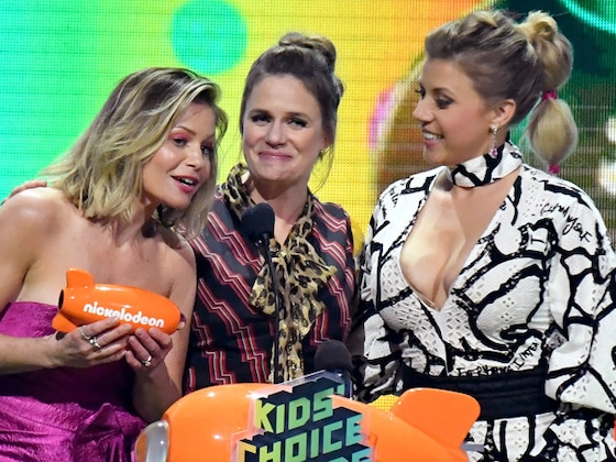The <i>Fuller House</i> Cast Subtly References Lori Loughlin at the 2019 Kids' Choice Awards