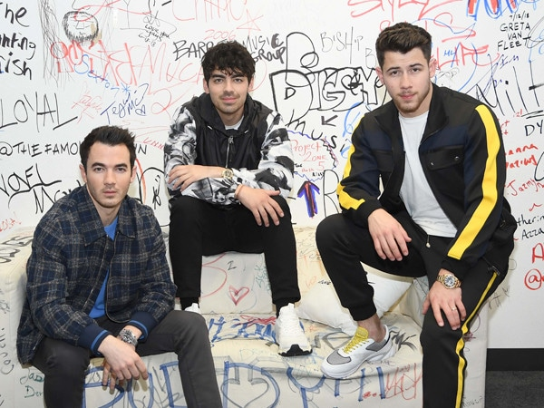 The Jonas Brothers Are Teasing Us With New Music Again