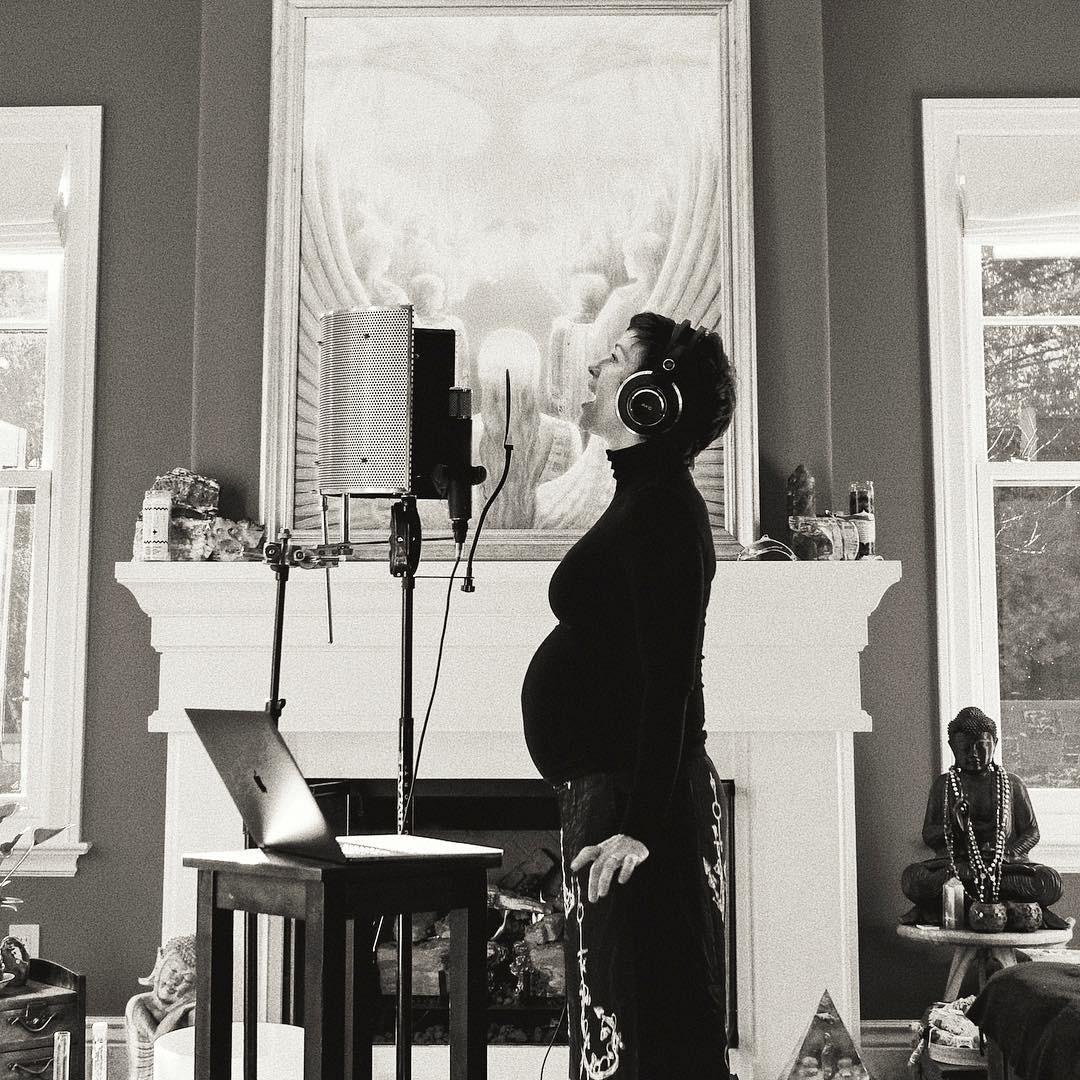 Alanis Morissette, Pregnant